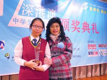 Library Manager Ms. WONG Mei-ying (right) and Senior Secondary Category First Class Award recipient 6M TIN Pui