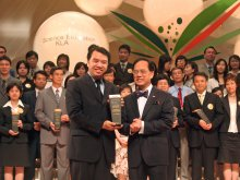 Mr. Mak Wing-kai received Chief Executive's Award for Teaching Excellence (Science, 2006)